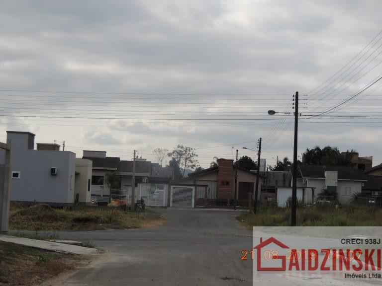 Casa geminada no Bairro Santa Luzia